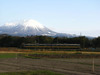 120219 大山と特急列車.jpg
