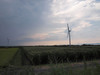 120905 大山町の風車と迫り来る雨雲.jpg