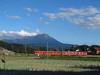 130927 大山と普通列車.jpg