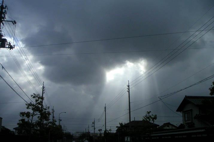 090131雲間から降り注ぐありがたい光?.jpg