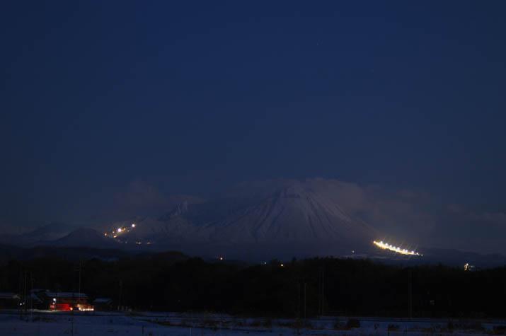 ナイトスキーの明かりが眩しい大山