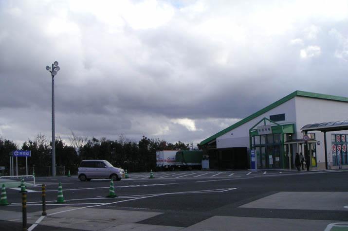 090217 ジャスコの駐車場から見た厚い雲.jpg