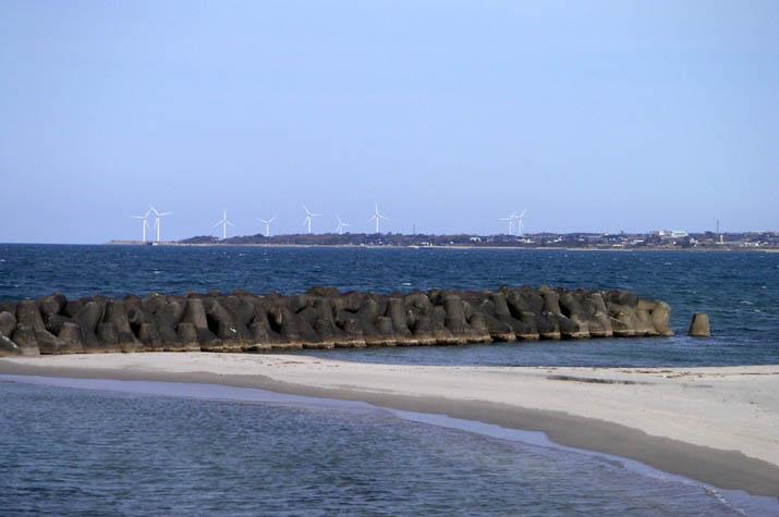 090228 美保湾と風車.jpg