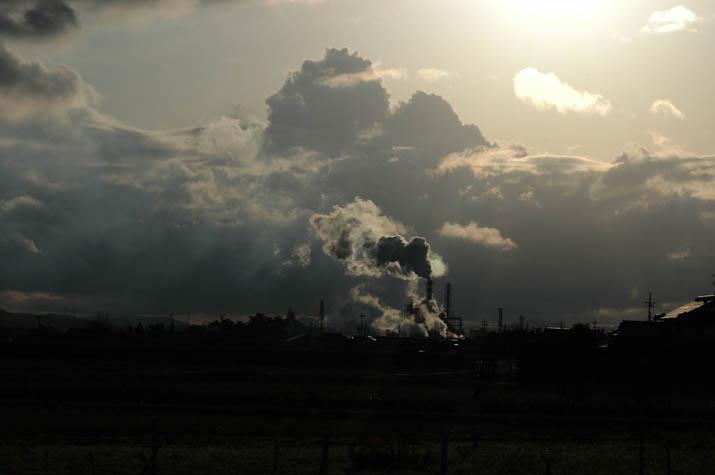 090304 雲と煙とシルエット.jpg