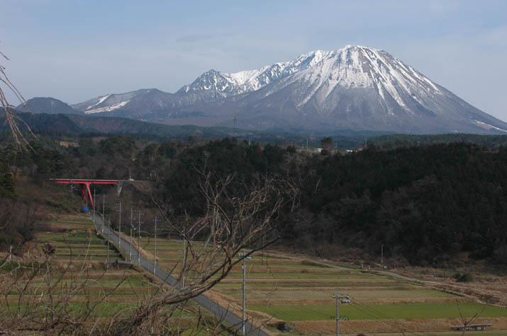 090308 淀江どんぐり村から見る大山.jpg