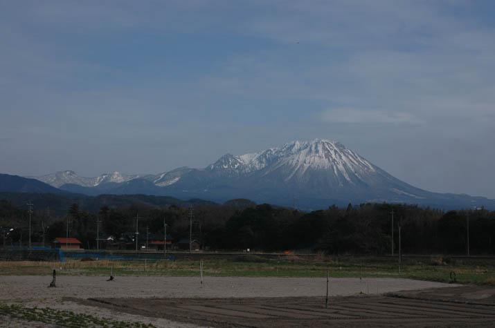 090308 雪もまばらな大山.jpg