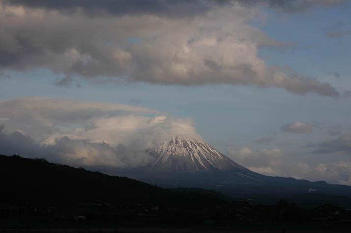090311 大きな雲と大山.jpg