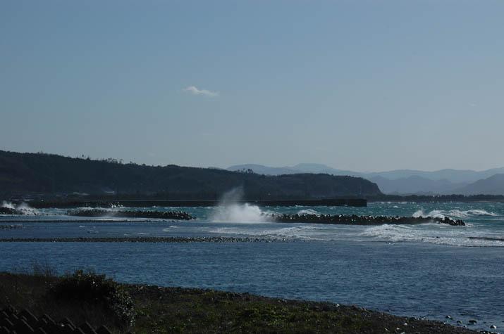 090315 壺瓶山と荒れる美保湾.jpg