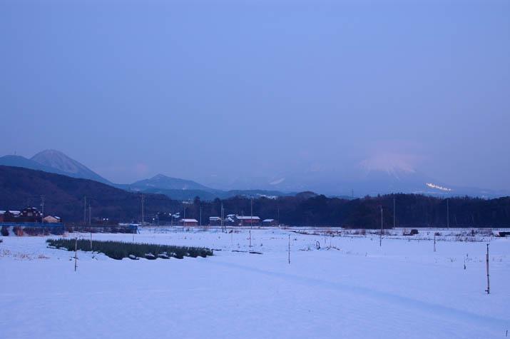 090322 雪が降っていた頃の大山.jpg
