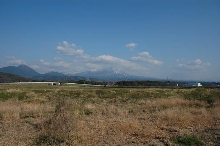 090402 大山と53号線の陸橋.jpg