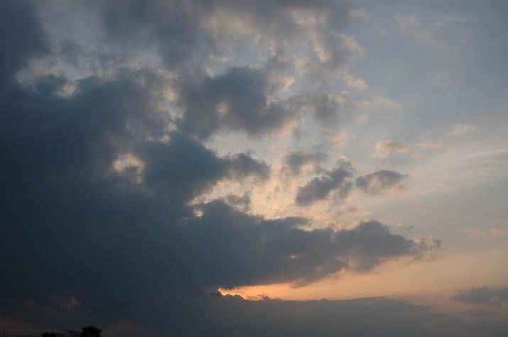 090408 薄紅色に染まる雲.jpg