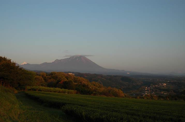 090421 夕日のあたる大山と淀江の宇田川地区.jpg