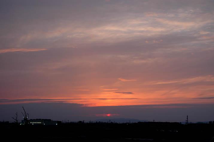 090503 夕焼け空とナフコの明かり.jpg