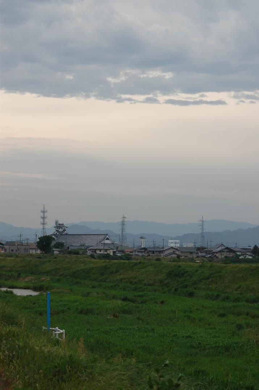 090521 新緑の佐陀川と立ちこめる雲.jpg