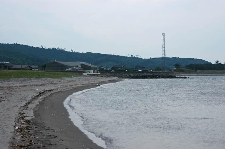 090605 淀江漁港横の海岸.jpg