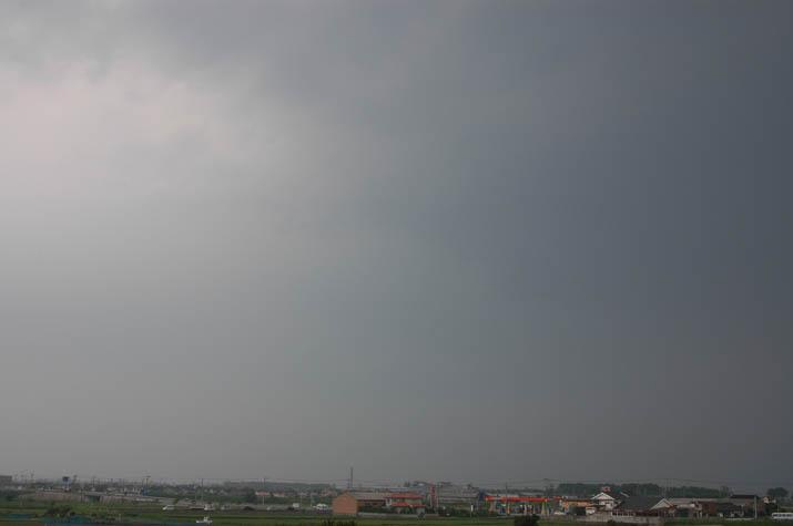090612 荒れ模様の曇り空.jpg