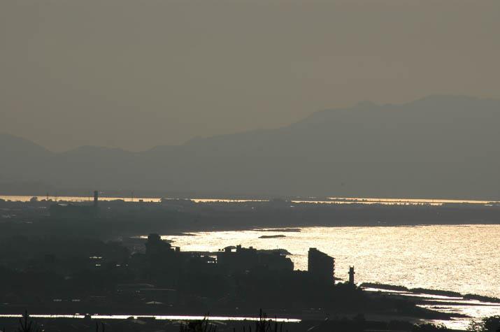 090616 夕日の反射で光る美保湾.jpg