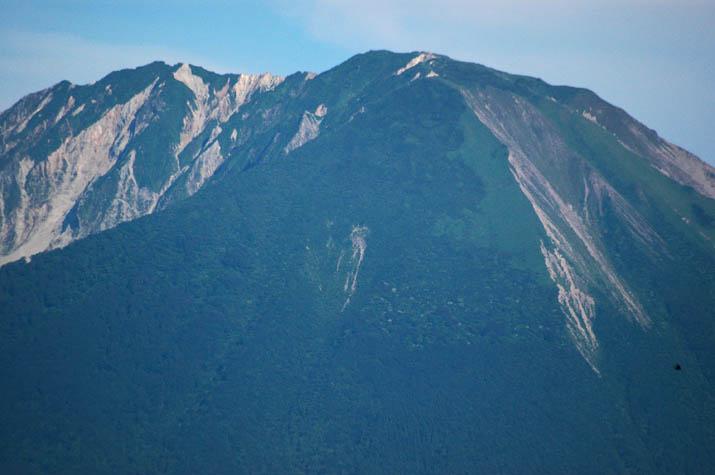 090616 緑が増えた大山山頂.jpg