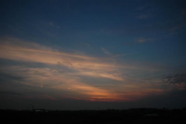 090619 夕焼け空とブルーのグラデーション.jpg