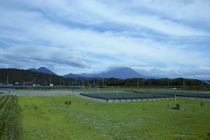 090620 曇り空の大山.jpg