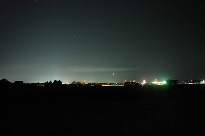090625 米子市街の明かりと三日月.jpg