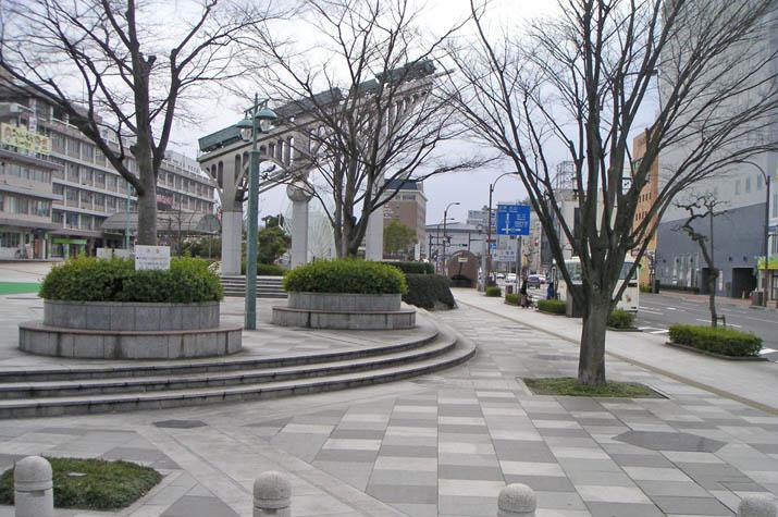 090701 冬の米子駅前.jpg