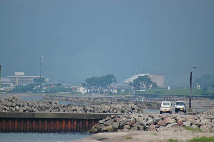090705 淀江の海岸ズームアップ.jpg