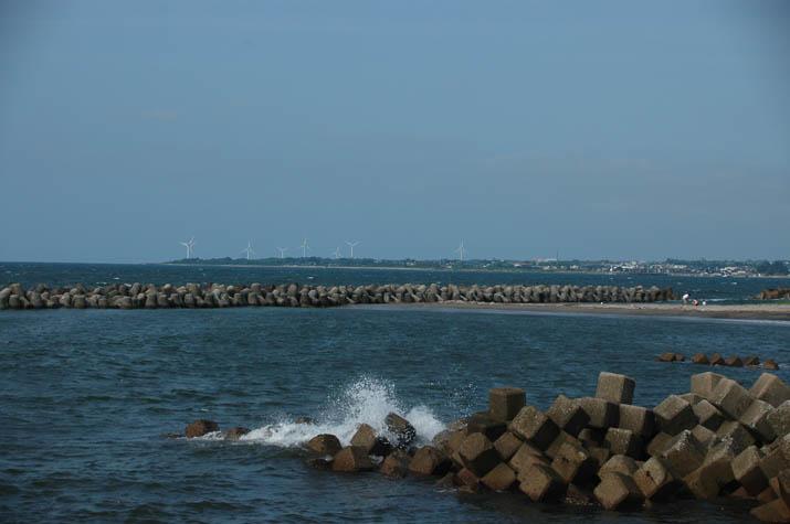090723 淀江の港と大山町の風車.jpg