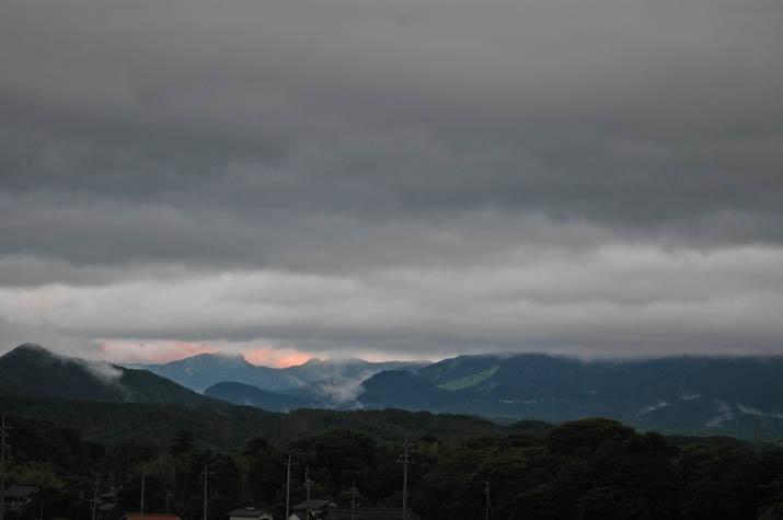 090729 霞む大山と厚い雲.jpg