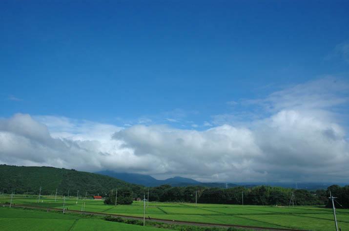 090811 夏の雲と隠れた大山.jpg