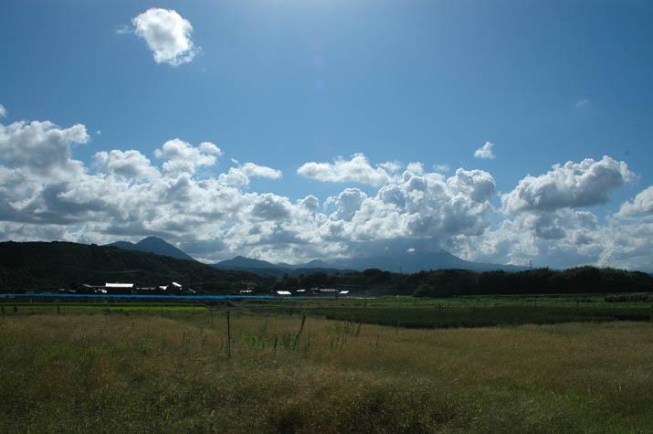 090824 朝の大山 入道雲の中.jpg