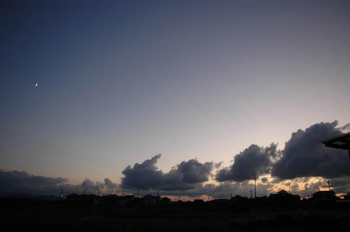 090825月と雲.jpg