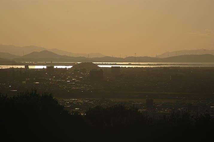 090914 夕日に輝く中海.jpg