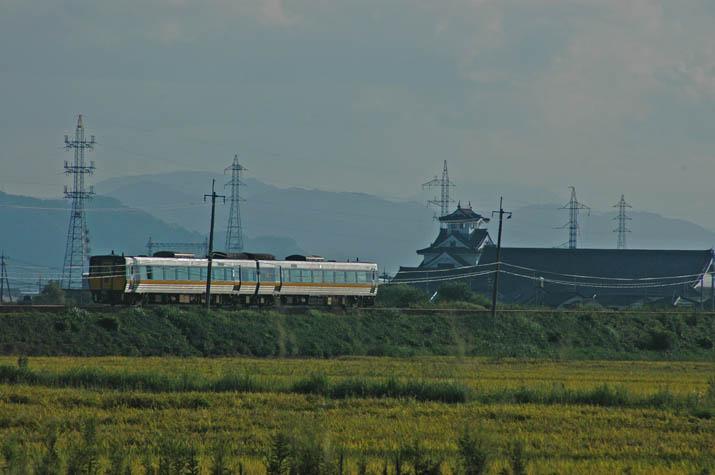 090915 寿城と特急スーパーまつかぜ5号.jpg