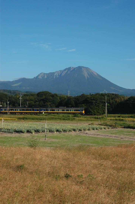 090917 大山と青空とスーパーまつかぜ5号.jpg