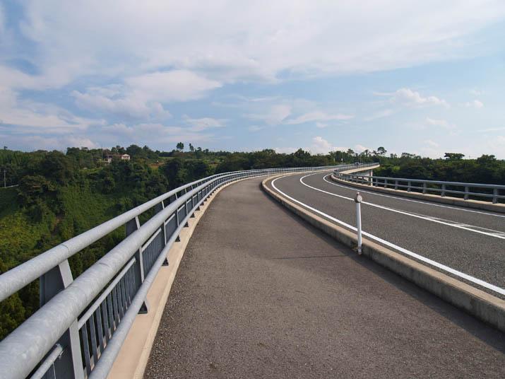 090921 大山ガーデンプレイス先の大きな橋.jpg