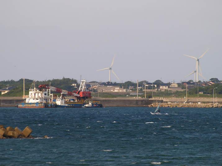 090926 淀江の港とクレーン船.jpg