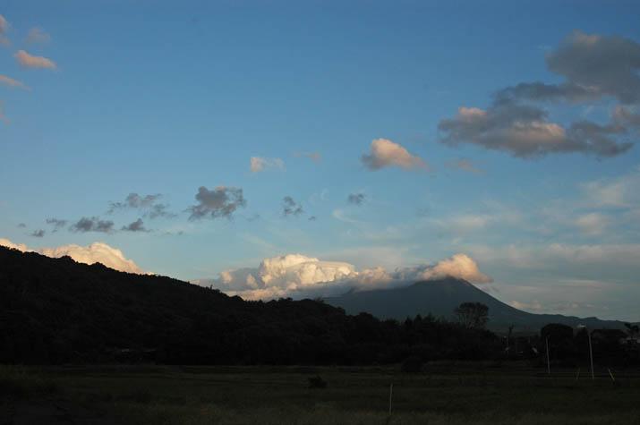 091009 雲と大山のシルエット.jpg