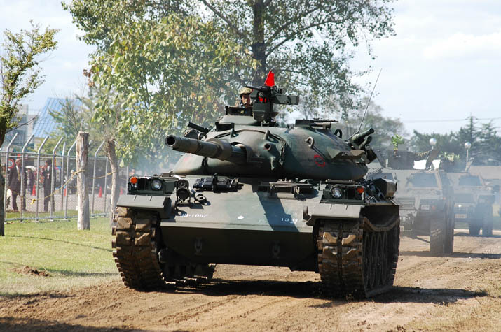 091010 米子駐屯地 74式戦車.jpg