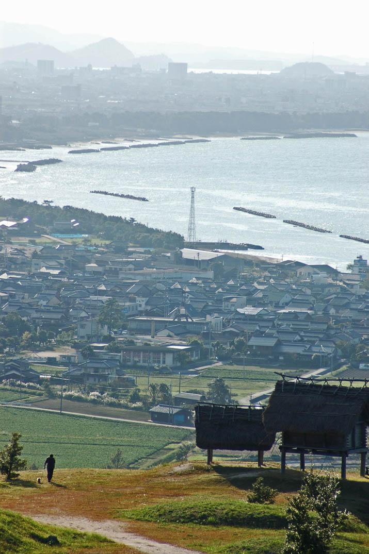 091011 妻木晩田遺跡と淀江の街並み.jpg
