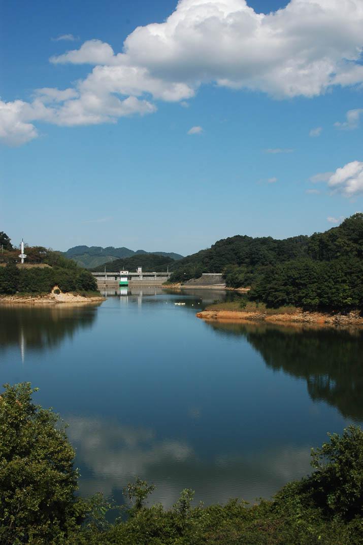 091012 湖面に青空の写る緑水湖.jpg