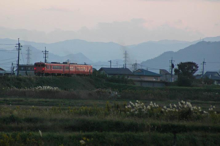 091018 山陰線の普通列車.jpg