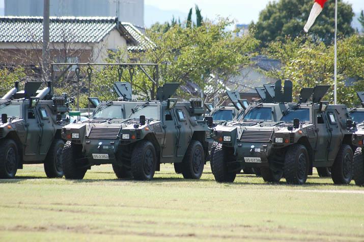 091028 米子駐屯地 軽装甲機動車.jpg