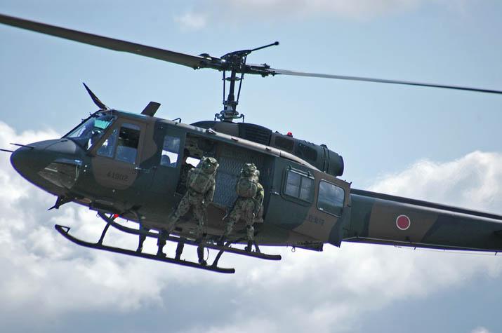 091028 ヘリコプターからの降下.jpg