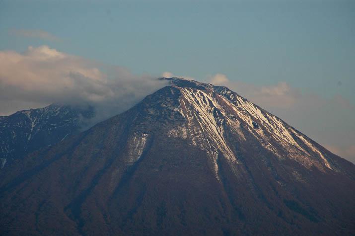 091106 雪解け大山.jpg