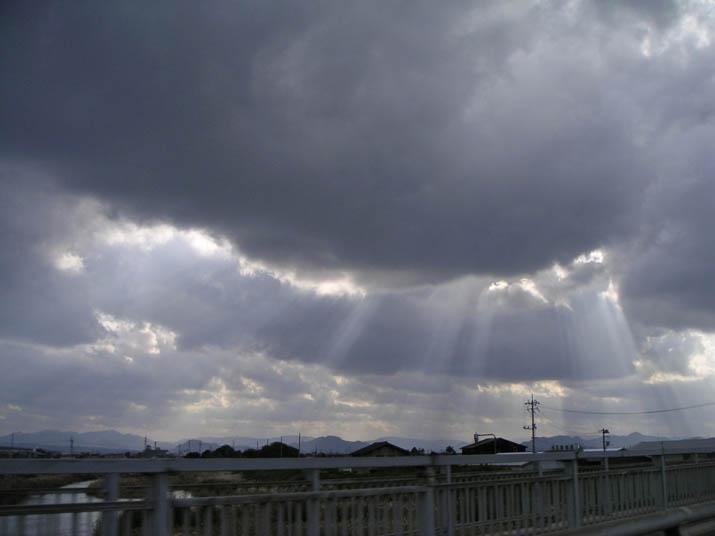 091115 雲から漏れる光の帯.jpg