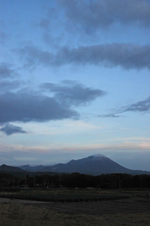 091116 大山と日暮れ前の雲.jpg
