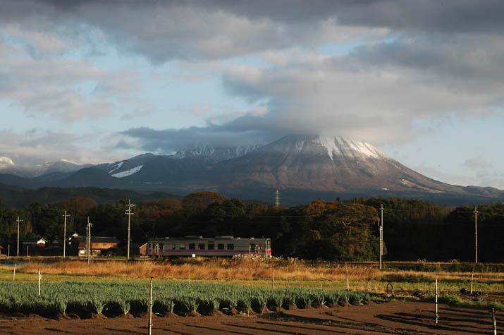 091118 大山と山陰線列車.jpg