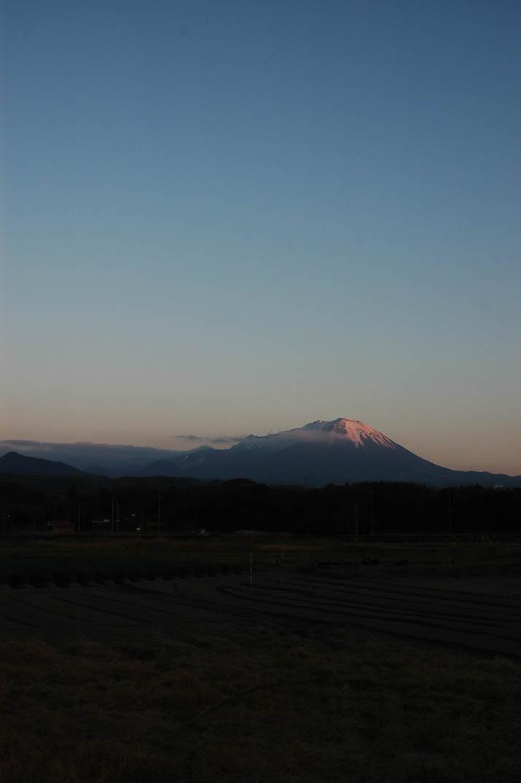 091123 夕日に照らされ赤く染まる大山.jpg