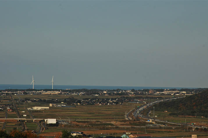 091128 山陰道の淀江IC付近と風車.jpg